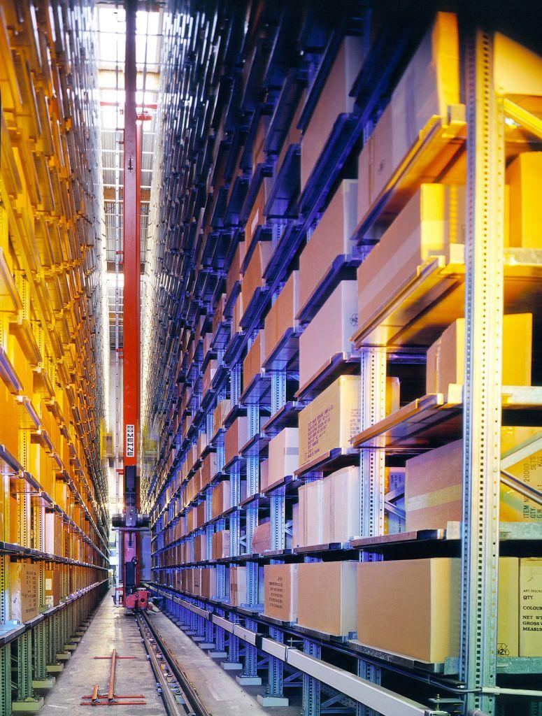 Produktivitätssteigerung-im-automatisierten-Warenlager-Hochregallager